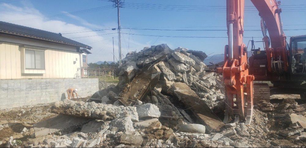 建物の土中基礎コンクリートも隅々まで撤去