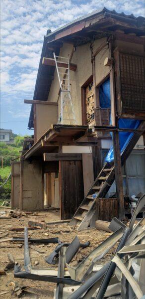 雨樋のトタン金属や窓ガラス、サッシの解体分別