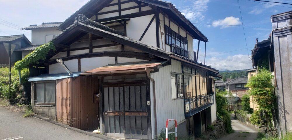 長野県佐久市塩名田の二階建て木造住宅の解体工事をご依頼いただきました